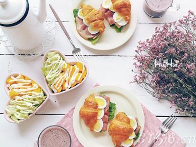 如果早餐吃得过早,就会影响胃肠道的休息.